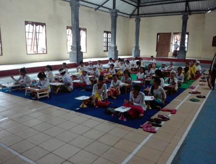 Lomba Nyurat Aksara Bali